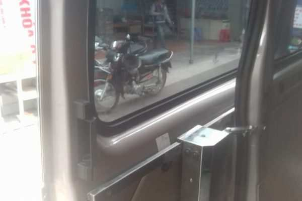 do-cua-dien-xe-ford-transit-16-cho-9