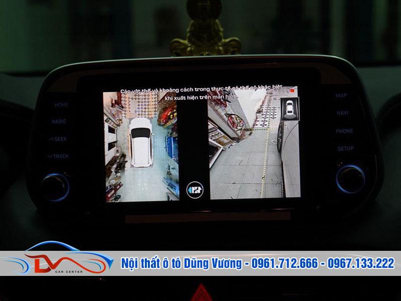 Camera hỗ trợ người dùng lùi và tiến xe trong không gian chật hẹp một cách an toàn