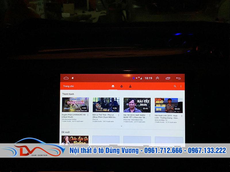 Nhờ màn hình ô tô mà bạn sẽ có những phút giây thư giãn thoải mái khi di chuyển trên xe