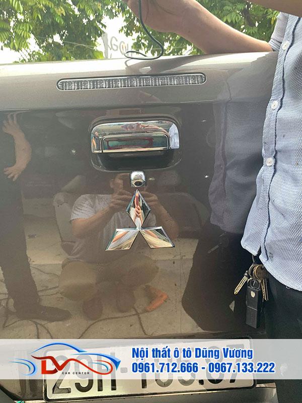 Camera lùi hỗ trợ người dùng điều khiển xe trong điều kiện chật hẹp