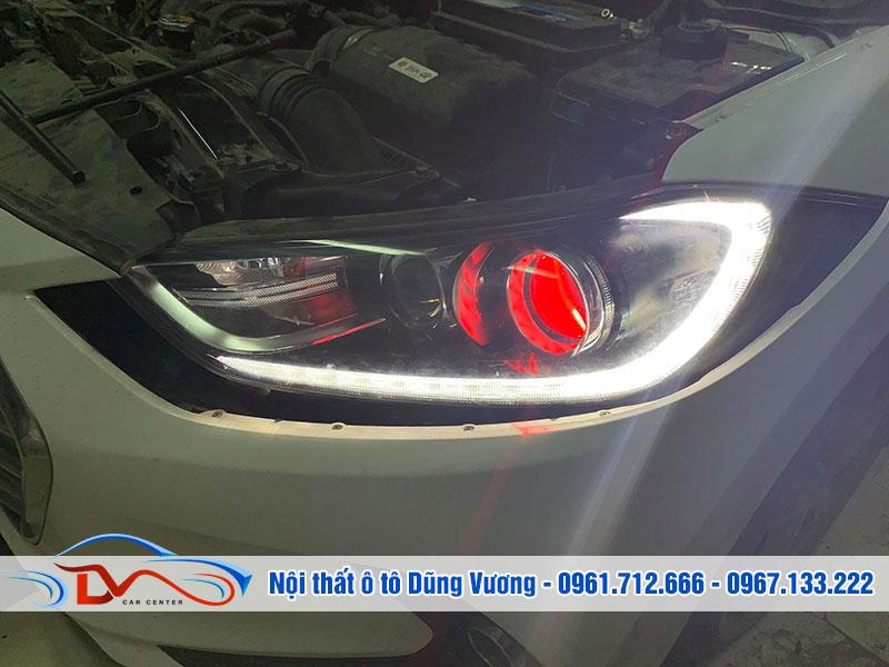 Đèn xe nguyên thủy của mẫu xe Huyndai này là đèn halogen