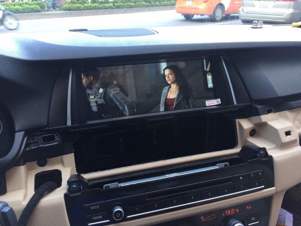 Màn hình giúp người ngồi trong xe có thể giải trí khi di chuyển