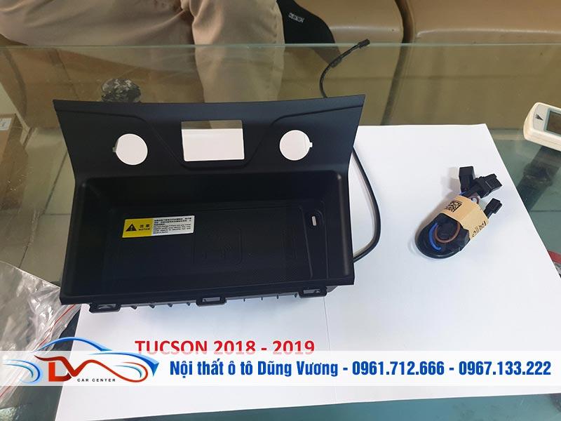 Sạc điện thoại không dây lắp trên Ô tô Hyundai Tucson 2018-2019 có nhiều tiện ích khi dùng