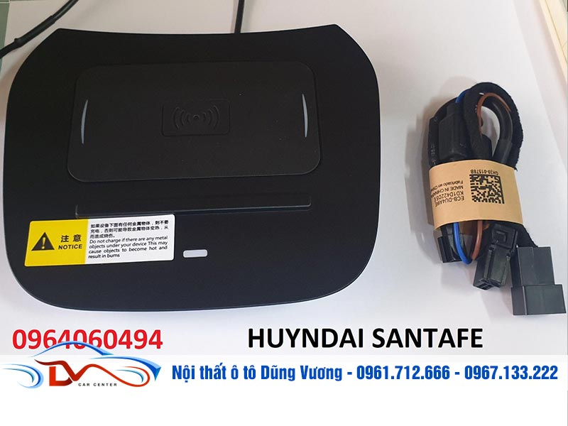 Sạc điện thoại không dây lắp trên xe Hyundai Santa Fe có thiết kế bên ngoài nhỏ gọn, hiện đại