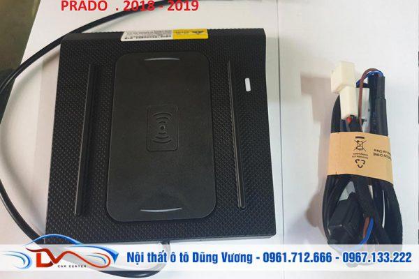 Sạc điện thoại không dây lắp trên xe Land Cruiser Prado 2018-2019