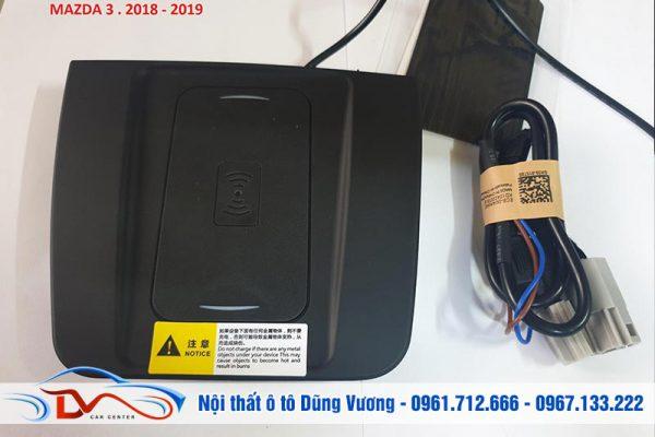 Sạc điện thoại không dây lắp trên xe Mazda 3