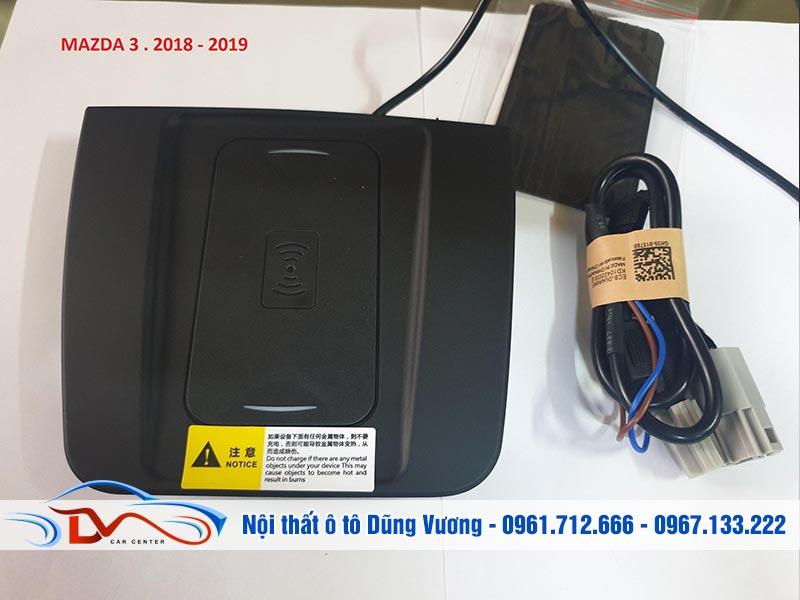 Sạc điện thoại không dây lắp trên xe Mazda 3 mang đến nhiều tiện ích cho người dùng