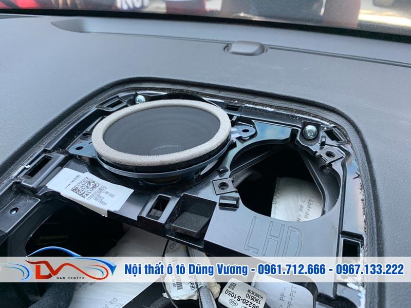 Độ loa Krell cho xe Hyundai Santafe 2019 vì âm thanh nguyên Zin trên xe không đáp ứng được nhu cầu khách hàng