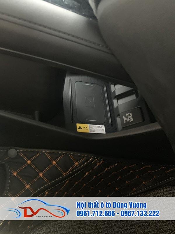 Việc lắp đặt sạc điện thoại không dây mang đến cho người ngồi trên xe nhiều tiện ích