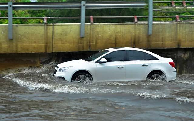 Những kỹ năng lái xe an toàn khi gặp vùng ngập nước