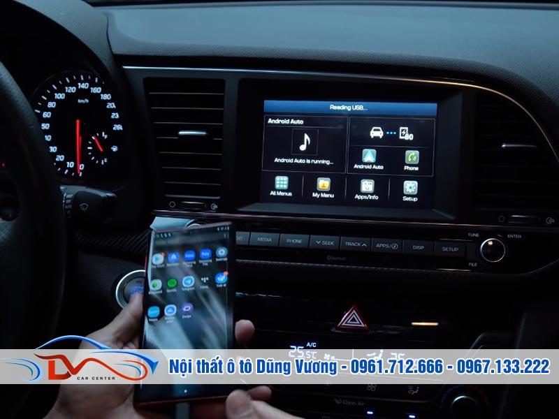 Cách kết nối điện thoại với màn hình ô tô